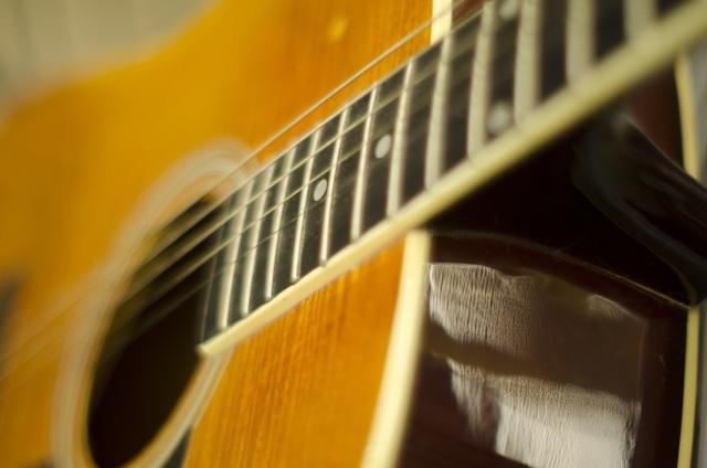 アコースティックギターのアップ